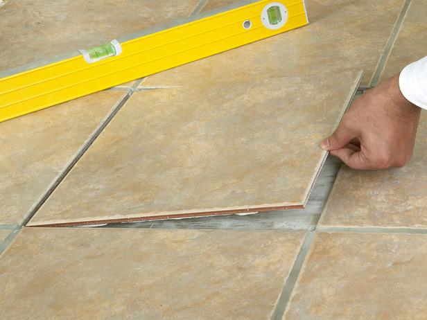Kako zamjeniti oštećene pločice  Uredite Dom