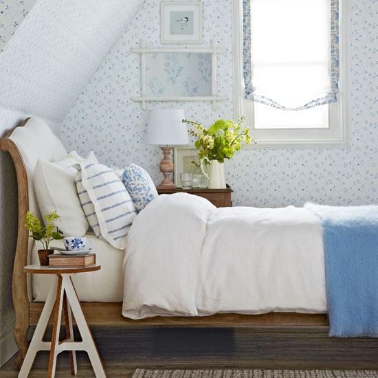 bjelo-plava-spavaca-soba