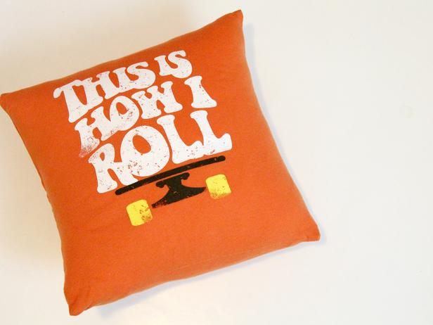 Napravite jastuke od starih majica  Uredite Dom